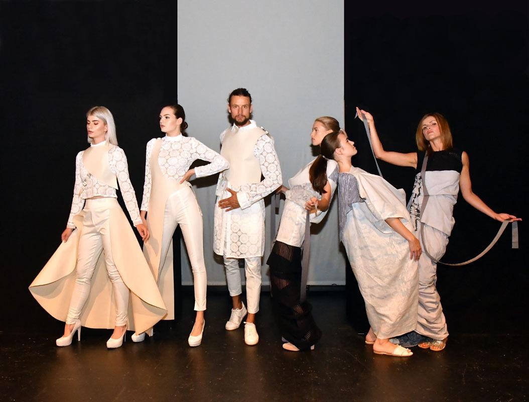 Die Valentin-o Models präsentieren die Abschlussarbeiten der Vitruvius Hochschule Leipzig zur Plauener Spitzenfestgala